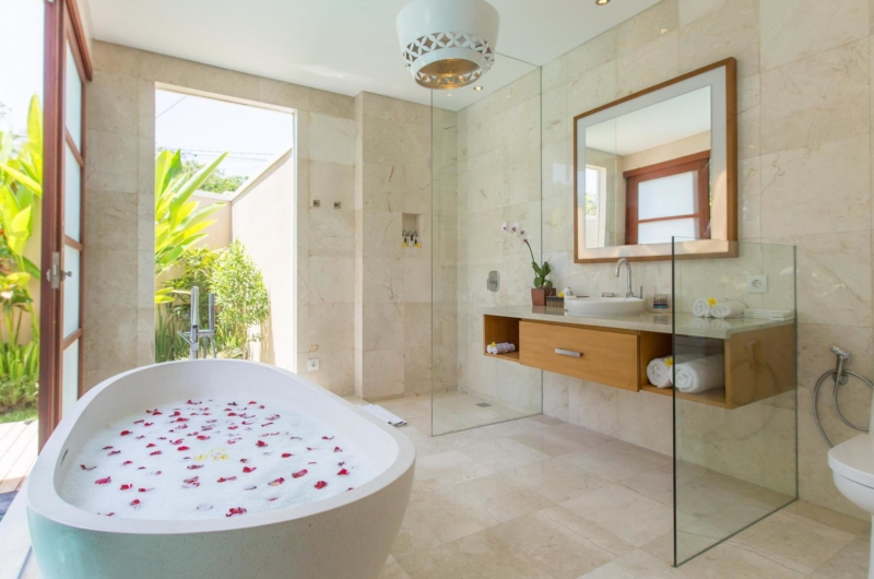 Bathroom with Bathtub - Beautiful Bali Villas - Seminyak, Bali