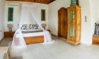 Bedroom with Mosquito Net - Bersantai Villas Villa Sinta - Nusa Lembongan, Bali