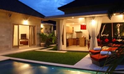 Sun Beds - Briana Villa - Batubelig, Bali