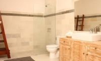 Bathroom with Shower - Briana Villa - Batubelig, Bali
