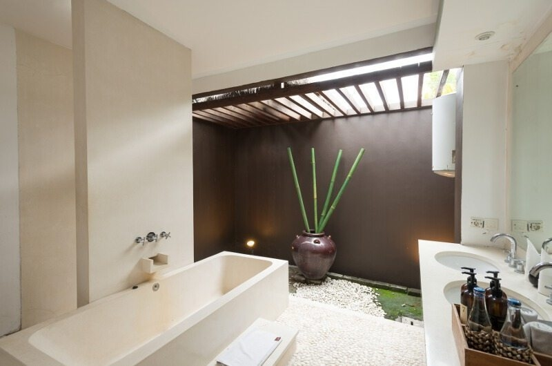 Bathroom with Bathtub - Bvilla Spa - Seminyak, Bali