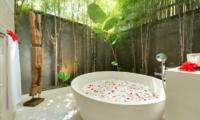 Bathtub with Petals - Casa Brio - Seminyak, Bali