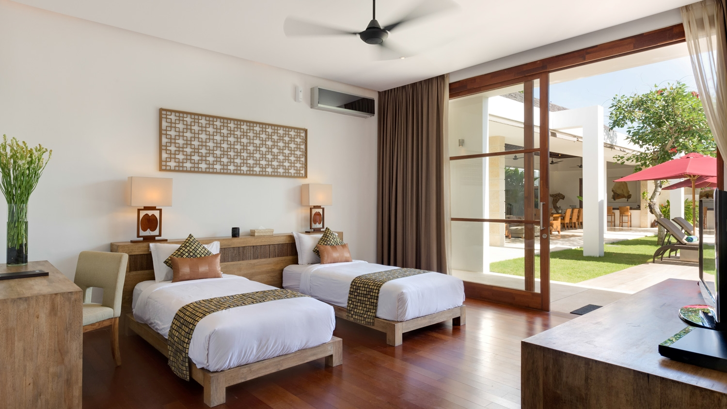 Twin Bedroom with View - Casa Brio - Seminyak, Bali