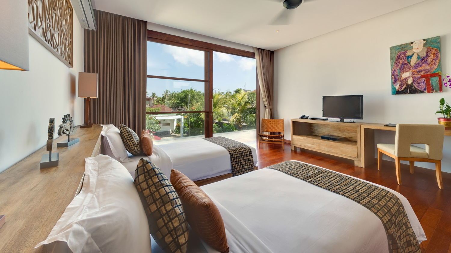 Twin Bedroom with TV - Casa Brio - Seminyak, Bali