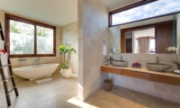 His and Hers Bathroom with Bathtub - Casa Brio - Seminyak, Bali