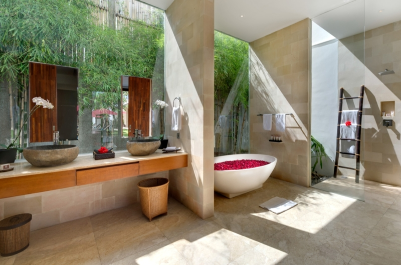 Romantic Bathtub Set Up - Casa Brio - Seminyak, Bali