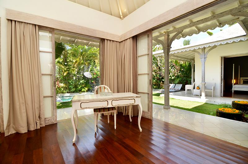 Study Table - Casa Cinta 2 - Batubelig, Bali