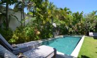 Pool Side Loungers - Casa Cinta 2 - Batubelig, Bali