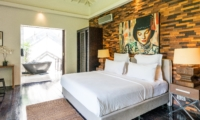 Bedroom and Bathroom with Bathtub - Casa Hannah - Seminyak, Bali