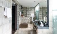 Bathroom with Mirror - Casa Hannah - Seminyak, Bali