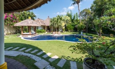 Gardens and Pool - Casa Lucas - Seminyak, Bali