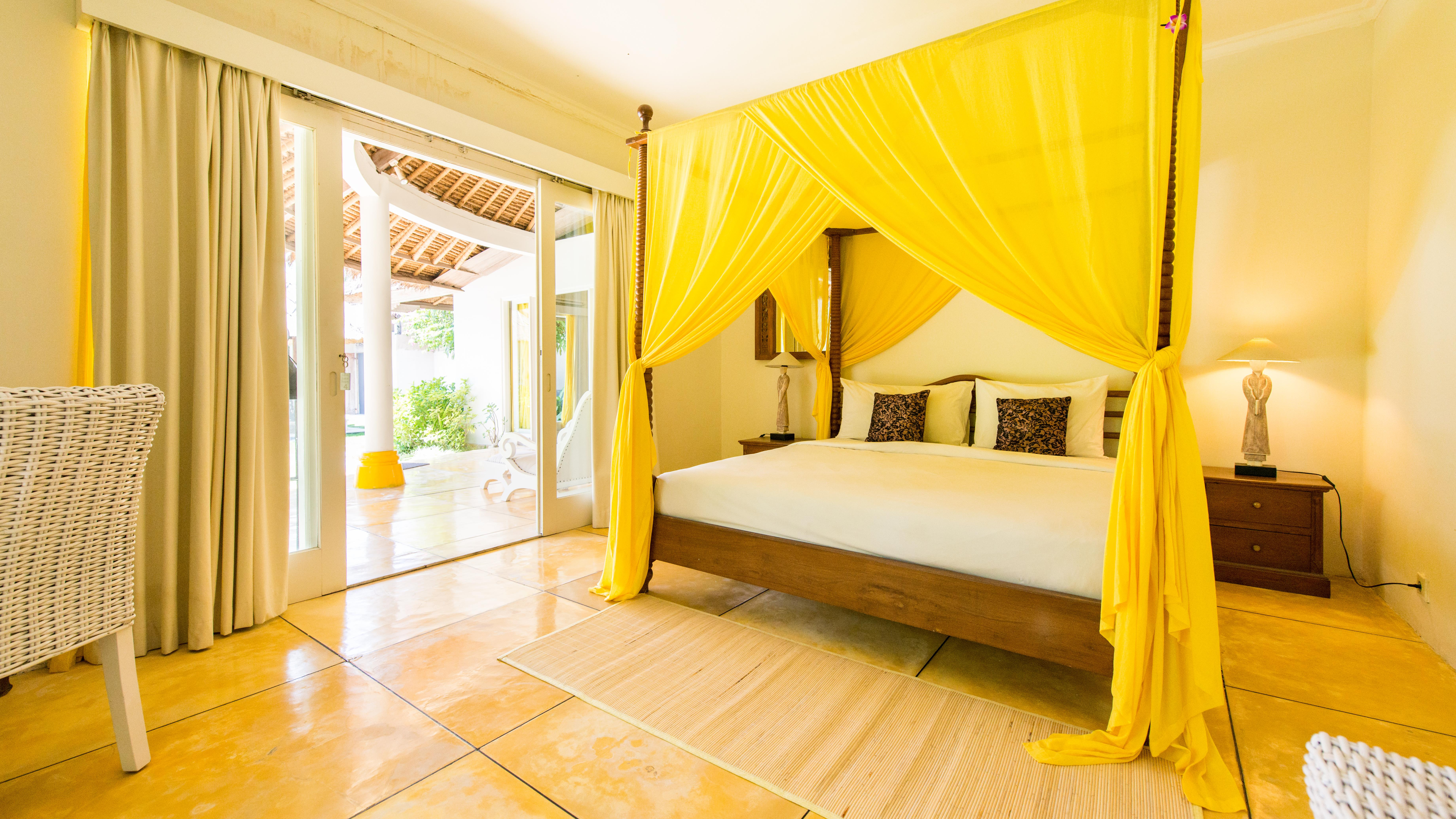 Bedroom with Seating Area - Casa Lucas - Seminyak, Bali