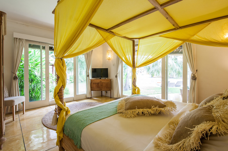 Bedroom with Four Poster Bed and TV - Casa Lucas - Seminyak, Bali