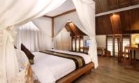 Bedroom with Study Table - Casa Mateo - Seminyak, Bali