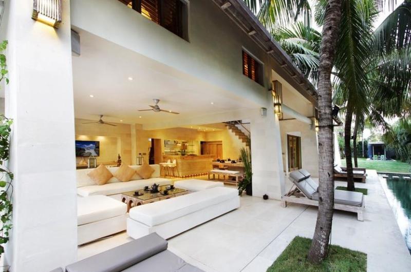 Living Area with Pool View - Casa Mateo - Seminyak, Bali