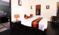 Bedroom and Bathroom - Casa Mateo - Seminyak, Bali
