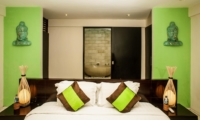 Bedroom and en-Suite Bathroom - Casa Mateo - Seminyak, Bali