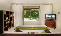 Bedroom with TV - Casa Mateo - Seminyak, Bali