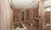 Bathroom with Bathtub - Casa Mateo - Seminyak, Bali