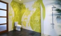 Bathroom with Shower - Casa Cinta 1 - Batubelig, Bali
