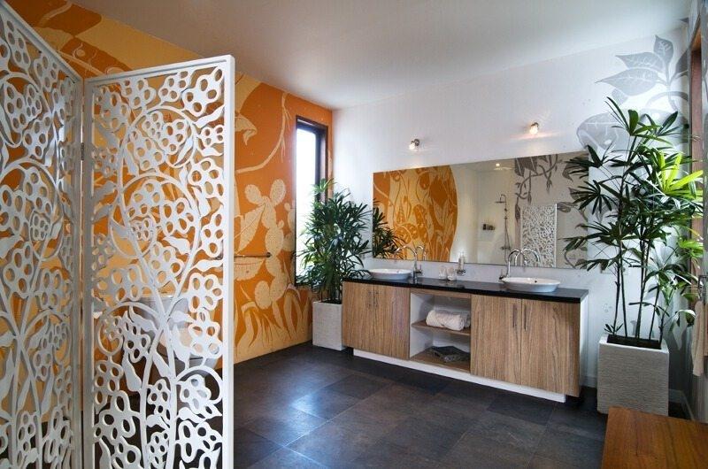 His and Hers Bathroom - Casa Cinta 1 - Batubelig, Bali