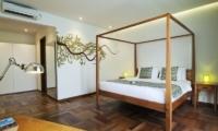 Bedroom with Table Lamp - Casa Cinta 1 - Batubelig, Bali