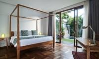 Four Poster Bed with Wooden Floor - Casa Cinta 1 - Batubelig, Bali