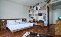Bedroom with Wooden Floor - Casa Cinta 1 - Batubelig, Bali