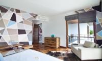 Bedroom with Seating Area - Casa Cinta 1 - Batubelig, Bali
