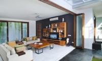 Living Area with TV - Casa Cinta 1 - Batubelig, Bali