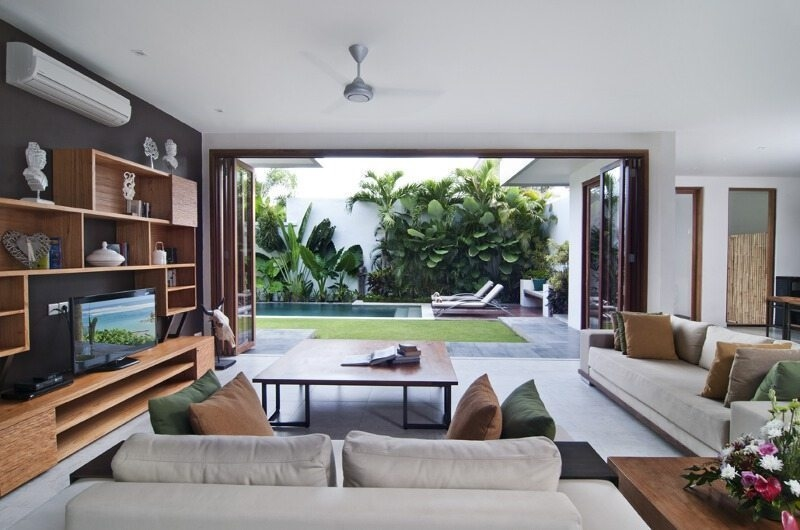 Lounge Area with TV - Casa Cinta 1 - Batubelig, Bali