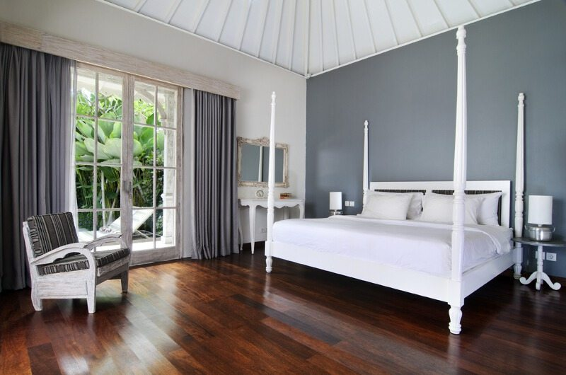 Bedroom with Wooden Floor - Casa Cinta 2 - Batubelig, Bali