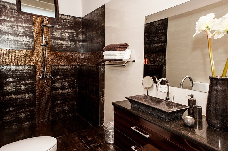 Bathroom with Shower - Castaway - Nusa Lembongan, Bali