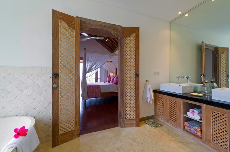 Bedroom and En-Suite Bathroom - Cempaka Villa - Candidasa, Bali