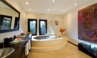 En-Suite Bathroom with Bathtub - Chalina Estate - Canggu, Bali