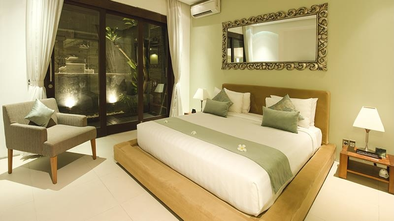 Bedroom with Mirror - Chandra Villas 7 - Seminyak, Bali