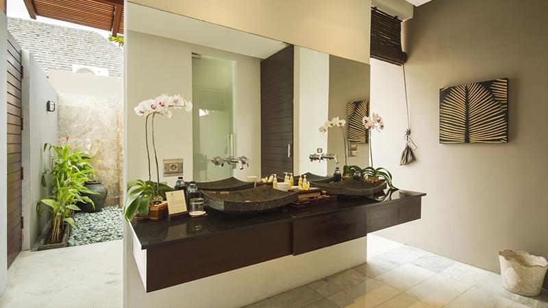 His and Hers Bathroom - Chandra Villas 8 - Seminyak, Bali