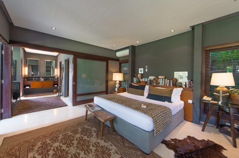Bedroom and En-Suite Bathroom - Chimera Villas - Seminyak, Bali