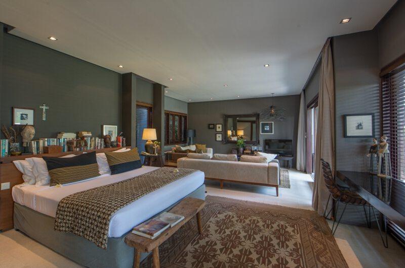Spacious Bedroom with Seating Area - Chimera Villas - Seminyak, Bali