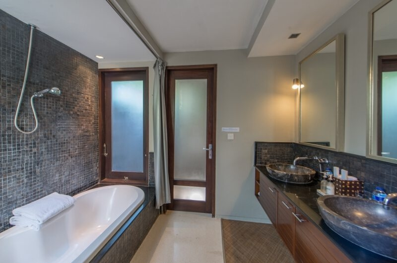 His and Hers Bathroom with Bathtub - Chimera Villas - Seminyak, Bali