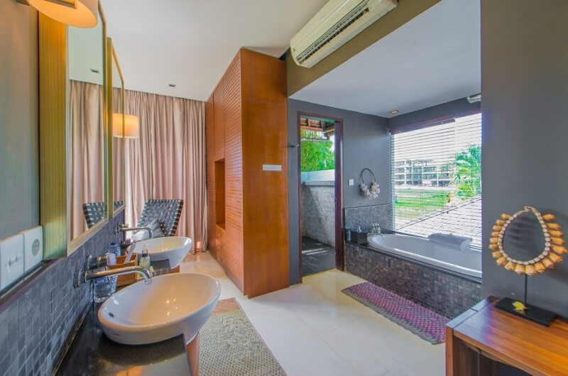 Bathroom with Bathtub - Chimera Villas - Seminyak, Bali
