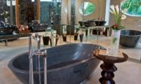En-Suite Bathroom with Bathtub - Eko Villa Bali - Seminyak, Bali