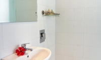 Bathroom with Mirror - Esha Drupadi I - Seminyak, Bali