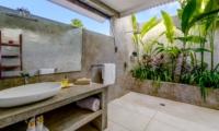 Bathroom with Mirror - Esha Drupadi II - Seminyak, Bali