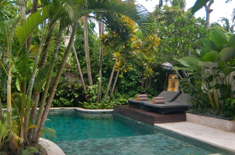 Sun Loungers - Esha Seminyak - Seminyak, Bali