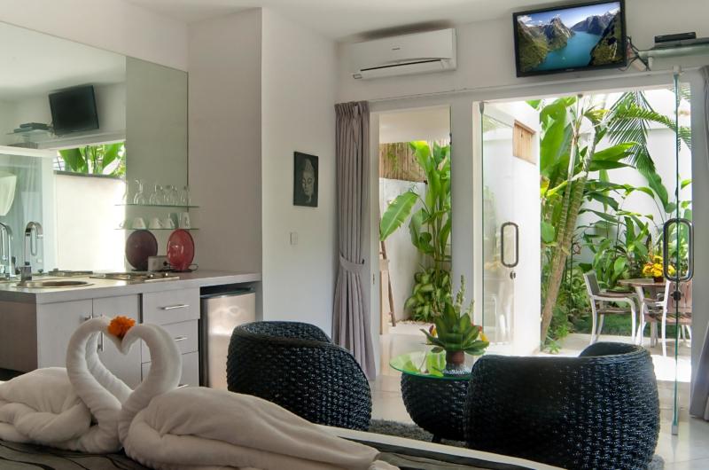 Bedroom and En-Suite Bathroom with View - Esha Seminyak - Seminyak, Bali