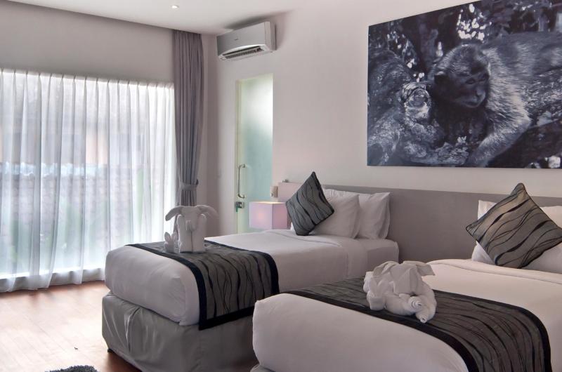 Twin Bedroom with Wooden Floor - Esha Seminyak - Seminyak, Bali