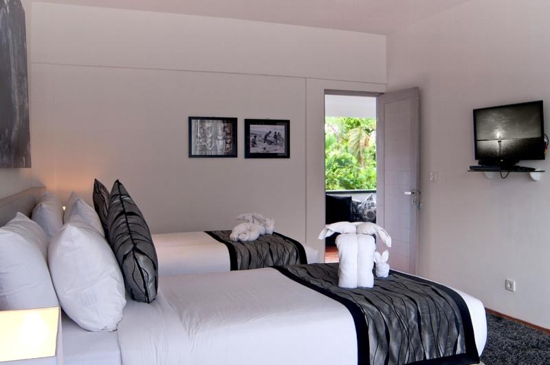 Bedroom with Twin Beds and TV - Esha Seminyak - Seminyak, Bali