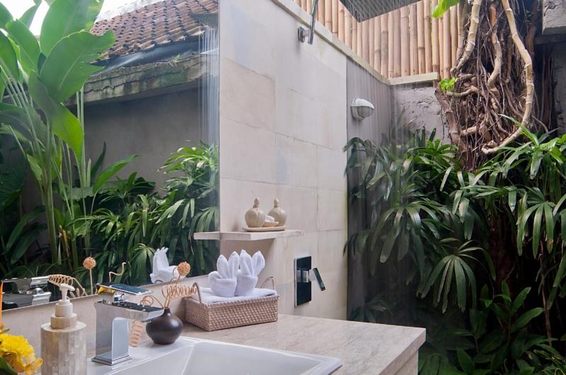 Semi Open Bathroom - Esha Seminyak - Seminyak, Bali