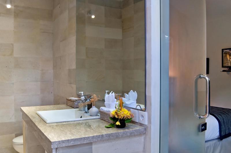 Bedroom and Bathroom with Mirror - Esha Seminyak - Seminyak, Bali